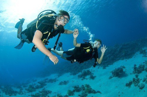 Diving couple in Dubai
